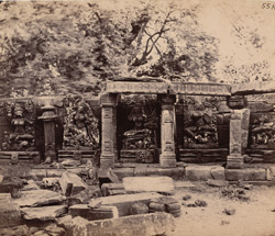 Statues in the colonnade of the Chaunsath Yogini Temple, Bheraghat, Jabalpur District 10031237
